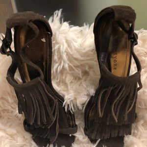 Cute fringed suede sandals/high heels